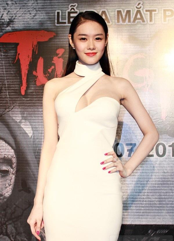 Sau nâng ngực, Á hậu Linh Chi ngày càng gợi cảm và cuốn hút 19