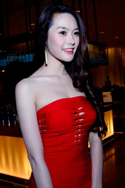 Sau nâng ngực, Á hậu Linh Chi ngày càng gợi cảm và cuốn hút 7